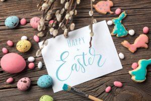 Mazurki, babki, jajka i kolorowe pisanki to synonim nadchodzących dni – Wielkanoc w nowoczesnym stylu, czyli jak przygotować nieco lżejsze święta bez wychodzenia z domu
