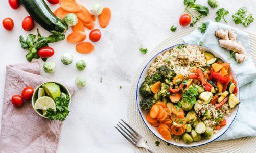 Przepisy na niskobiałkowe potrawy wielkanocne – Bomba białkowa na świątecznym stole – jak uchronić przed nią nasze nerki